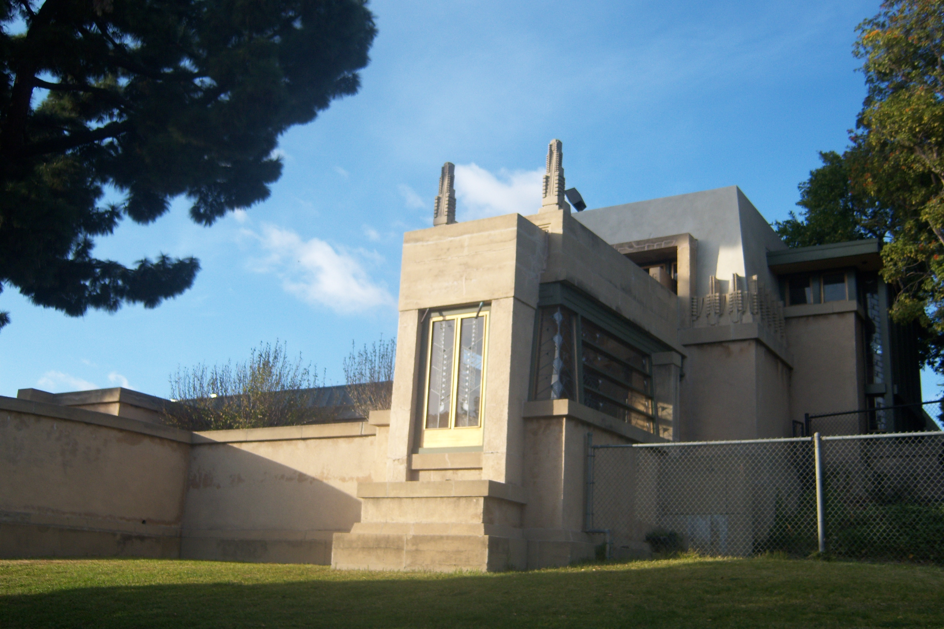 Hollyhock house gmf journal for Hollyhock house