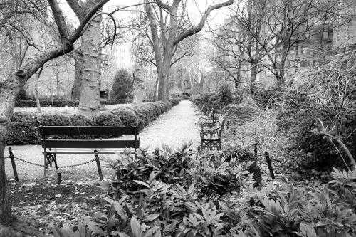 10-Gramercy Pk benches_BW G9X