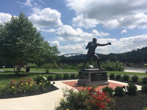 5-Larry Holmes Statue SE